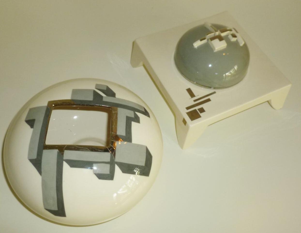Orb vase with platinum